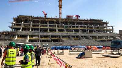 """""""عمل دائم بلا أجر"""".. تفاصيل جديدة عن مأساة العمال في قطر"""
