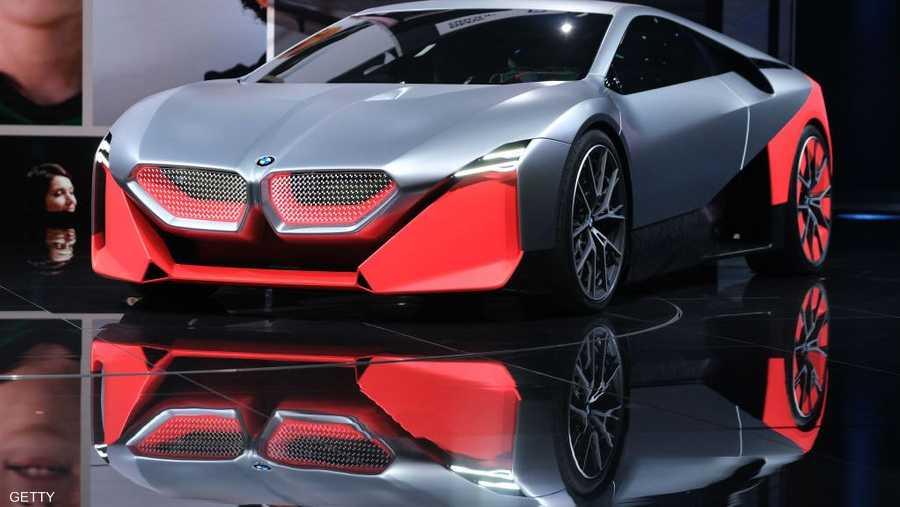 """""""بي إم دبليو"""" عرضت نموذجا لسيارتها المستقبلية """"إم نيكست"""" ذات التصميم الرياضي."""