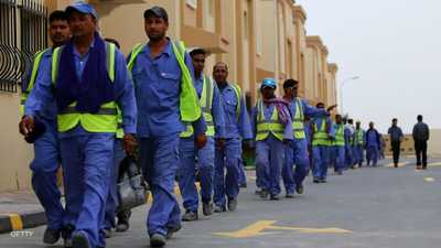 """إصابة مئات العمال بـ""""كورونا"""" في قطر.. وتحذير من الأسوأ"""