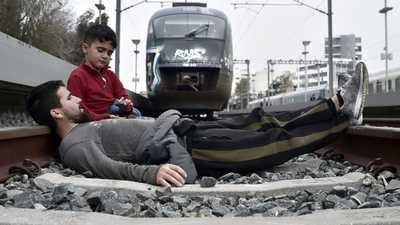 اليونان تتهم تركيا باستغلال أزمة المهاجرين للابتزاز السياسي