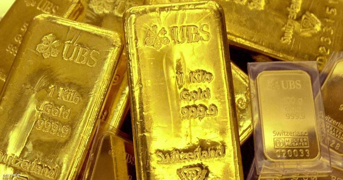 الذهب يتراجع بضغط من الدولار الأميركي