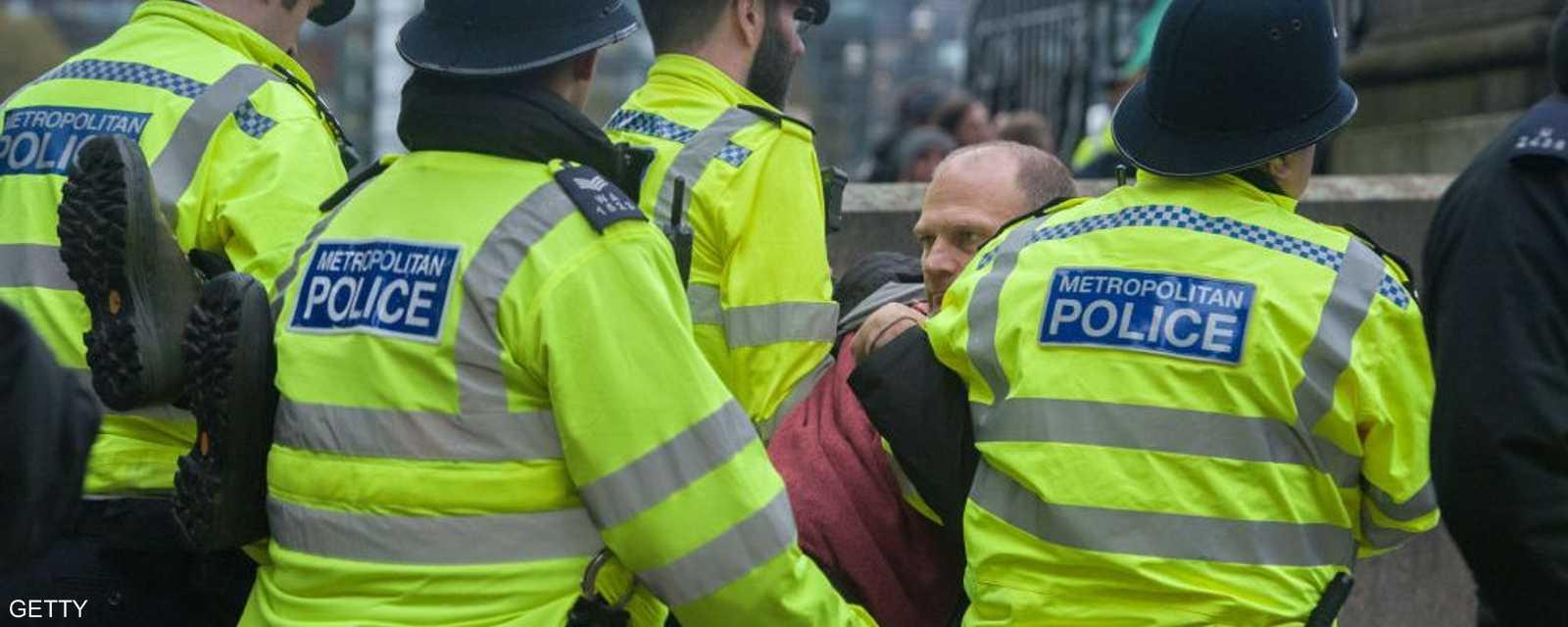 الشرطة البريطانية تعتقل أحد المحتجين على تغير المناخ