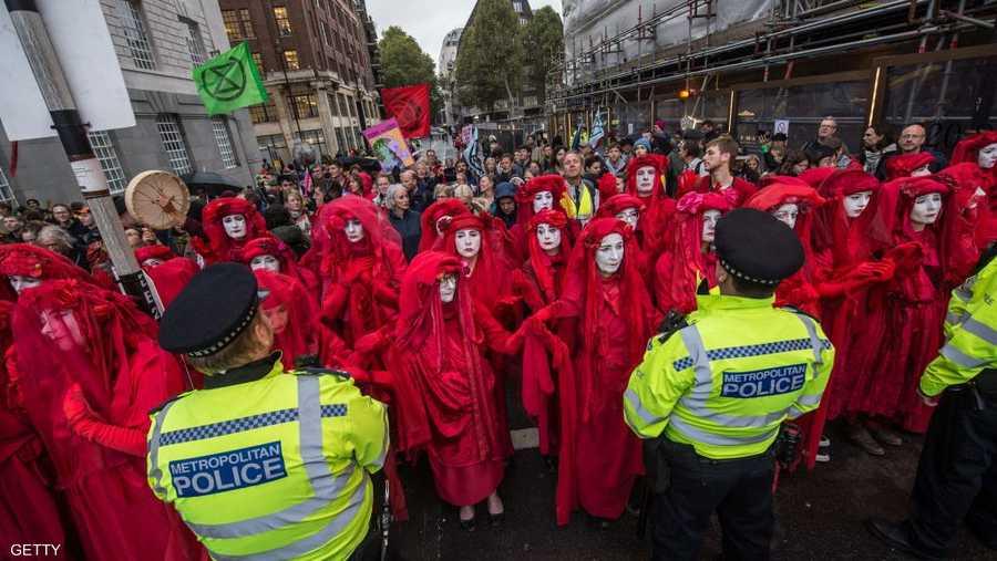 """نظمت جماعة """"إكستينكشن ريبليون"""" للاحتجاج على تغير المناخ مظاهرات في العديد من الدول بينها بريطانيا وألمانيا والنمسا وأستراليا وفرنسا ونيوزيلندا"""