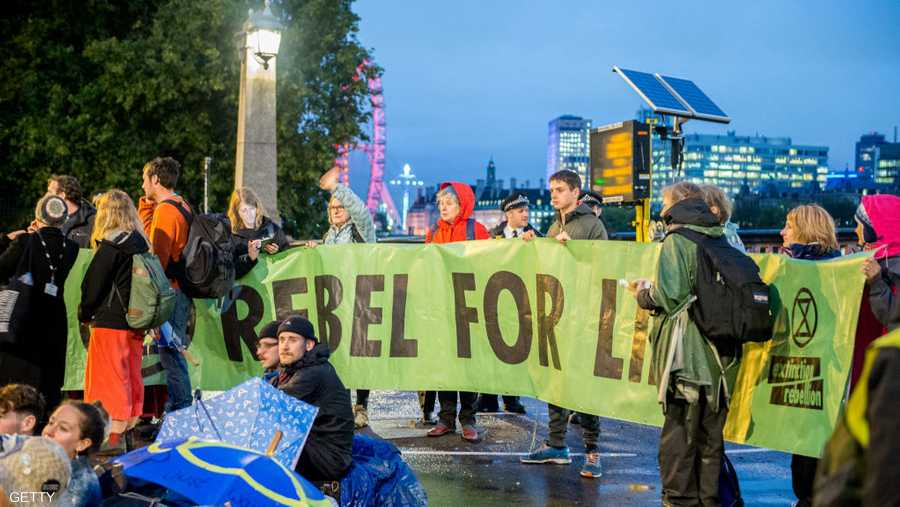 تهدف الاحتجاجات للضغط على السياسيين لبذل مزيد من الجهد لخفض انبعاثات الكربون المسببة للاحتباس الحراري