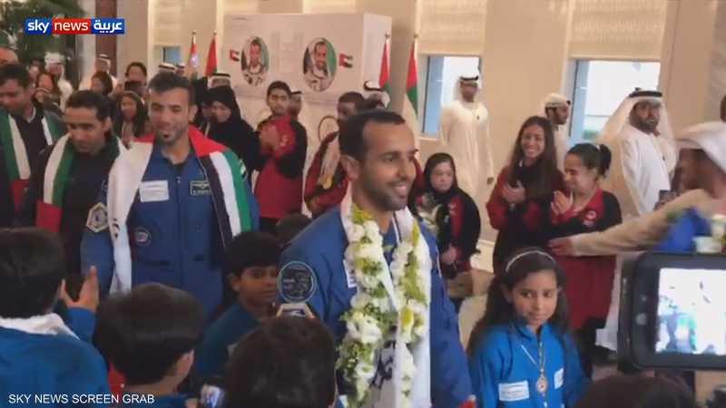 رائدا الفضاء الإماراتيين يصلان إلى أبوظبي