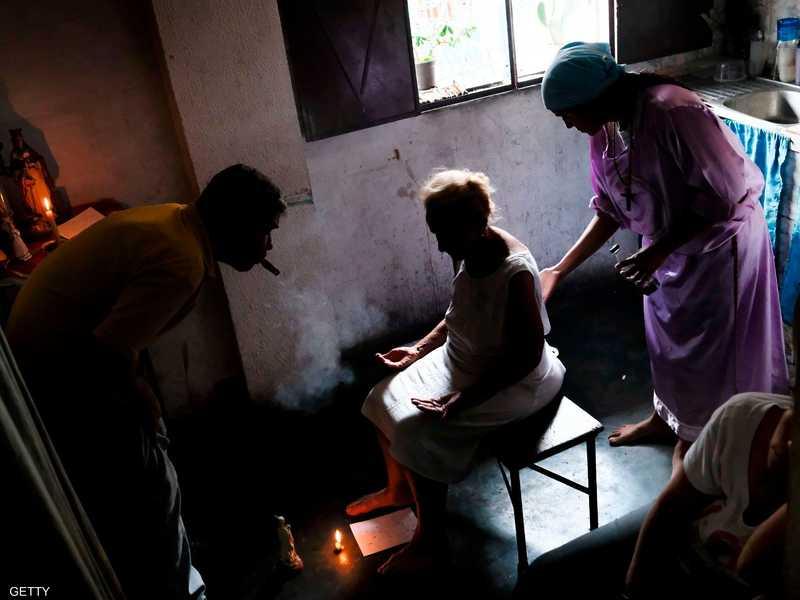 بسبب شح الأدوية.. الأعشاب والشعوذة بديل المرضى في فنزويلا