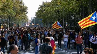 بعد أحكام بسجن زعماء كتالونيين.. برشلونة يخرج عن صمته