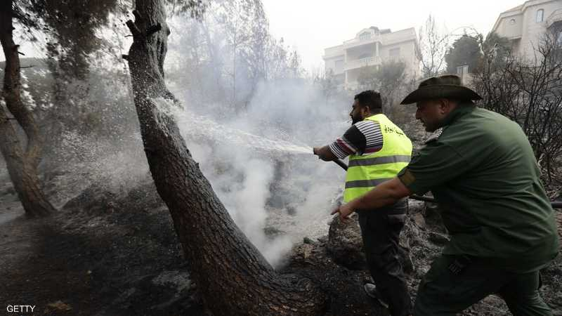 الحرائق تجتاح لبنان وسوريا..وفرق الدفاع تكافح لإخماد النيران