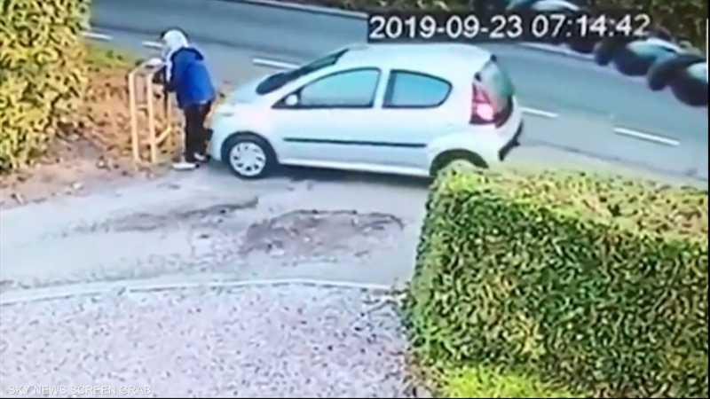 امرأة تدهس نفسها بسيارتها