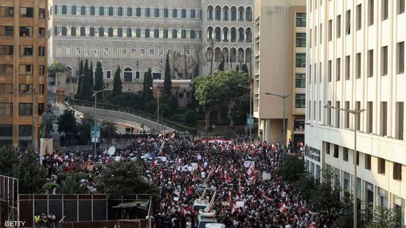 من تظاهرة أمام السراي الحكومي في بيروت السبت