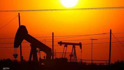 """النفط ينخفض مع تغلب مخاوف التجارة على هبوط بمخزونات """"كاشينغ"""""""