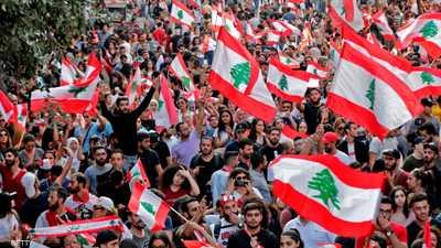 الحياة لا تزال معطلة في لبنان بسبب إغلاق الشوارع.