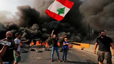 المتظاهرون أشعلوا إطارات السيارات في عدد من طرق لبنان.