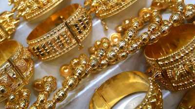العلاقات التجارية الأميركية الصينية تلقي بظلالها على الذهب.