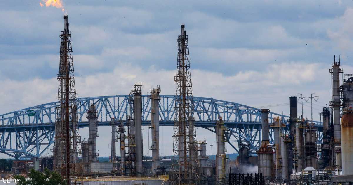 النفط يهبط وسط مخاوف منتباطؤ الاقتصاد العالمي