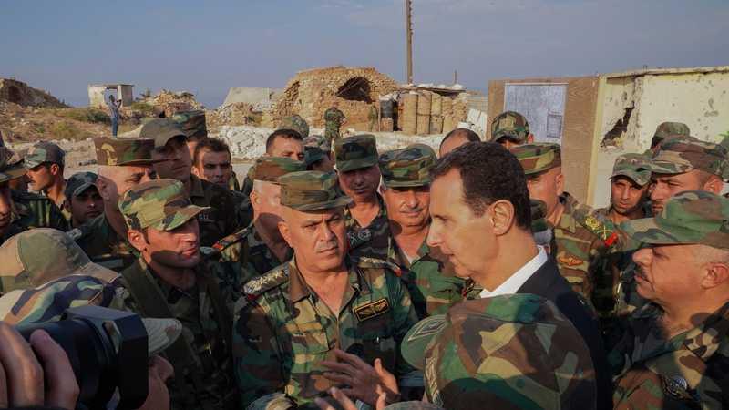 الرئاسة السورية نشرت صورة للأسد وسط جنوده في إدلب.