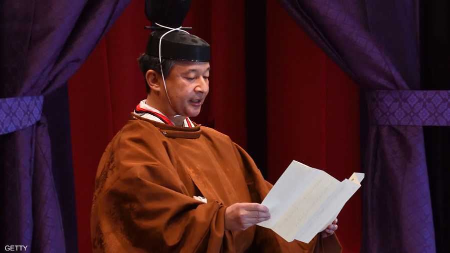 """وتعهد ناروهتيو بالقيام بواجباته الدستورية، بينما اعتلى العرش، واسمه باليابانية """"تاكاميكورا""""، وهو هيكل مزين بشدة يبلغ طوله 6.5 أمتار."""