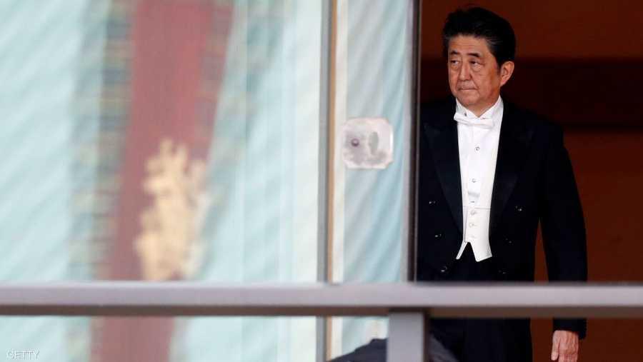 """فيما هنأه رئيس الوزراء شينزو آبي، وقاد الحضور في الهتاف ثلاث مرات """"بنزاي"""" تحية للامبراطور، والتي تعني الهتافات الثلاثة """"عشرة آلاف عام"""" أي عمرا مديدا."""