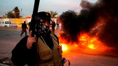 أحد أفراد الشرطة العراقية أثناء فض مظاهرات