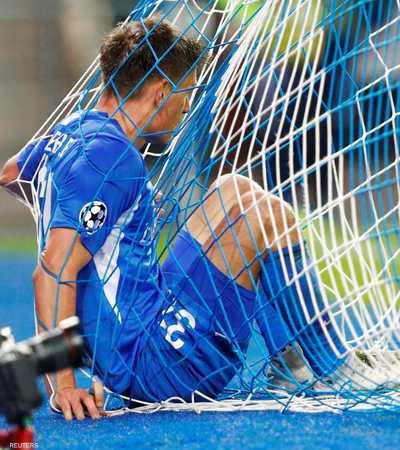 لاعب جينك في الشباك بعد هدف ليفربول الثالث