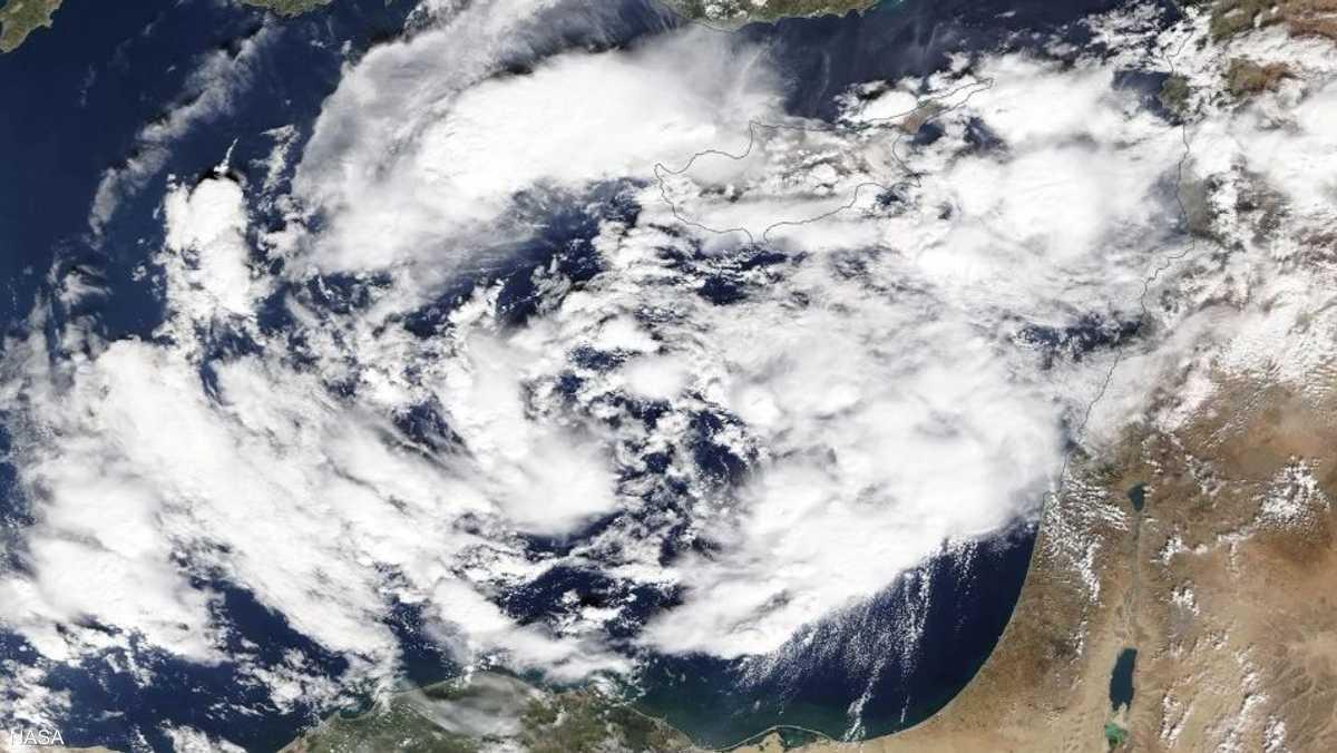 توقع إعصار مداري
