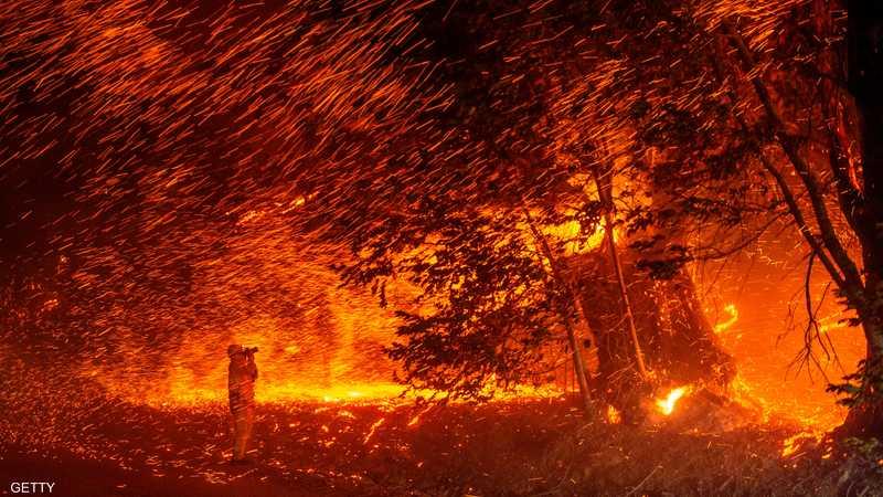 أدت الحرائق إلى إجلاء 180 ألف شخص من منازلهم.