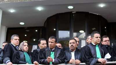 الجزائر تحقق في صدامات بين الشرطة وقضاة مضربين