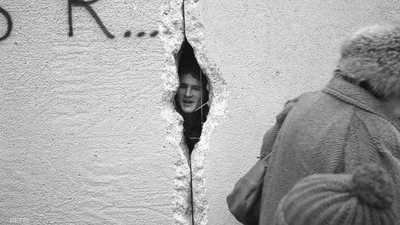ثقب في الجدار.. من كان يصدق؟