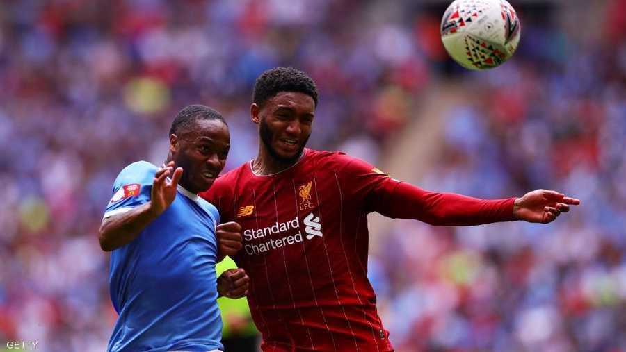 صراع على الكرة في مباراة سابقة بين الفريقين