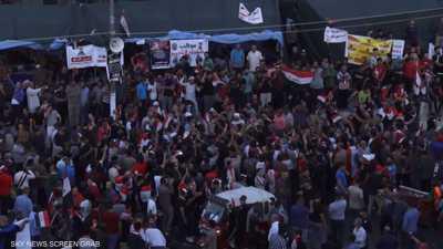 تظاهرات حاشدة في بغداد والبرلمان يصوت على مشروع الانتخابات