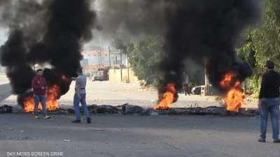 محتجون يواصلون إغلاق العديد من الطرق في مدن لبنانية عدة