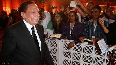 """مصر.. نقيب المهن التمثيلية يحسم """"حالة عادل إمام"""" بدعاء"""