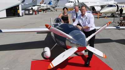 """""""دبي للطيران"""" يعرض أول طائرة سباق كهربائية"""
