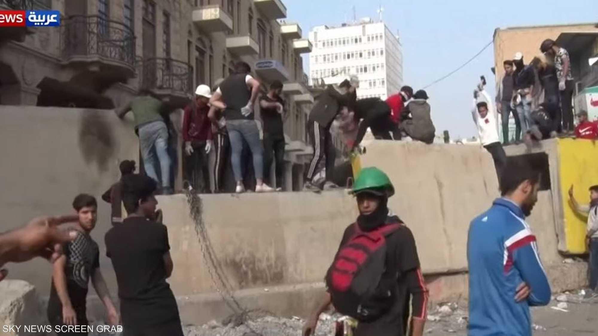 العراق.. من يقتل المتظاهرين؟