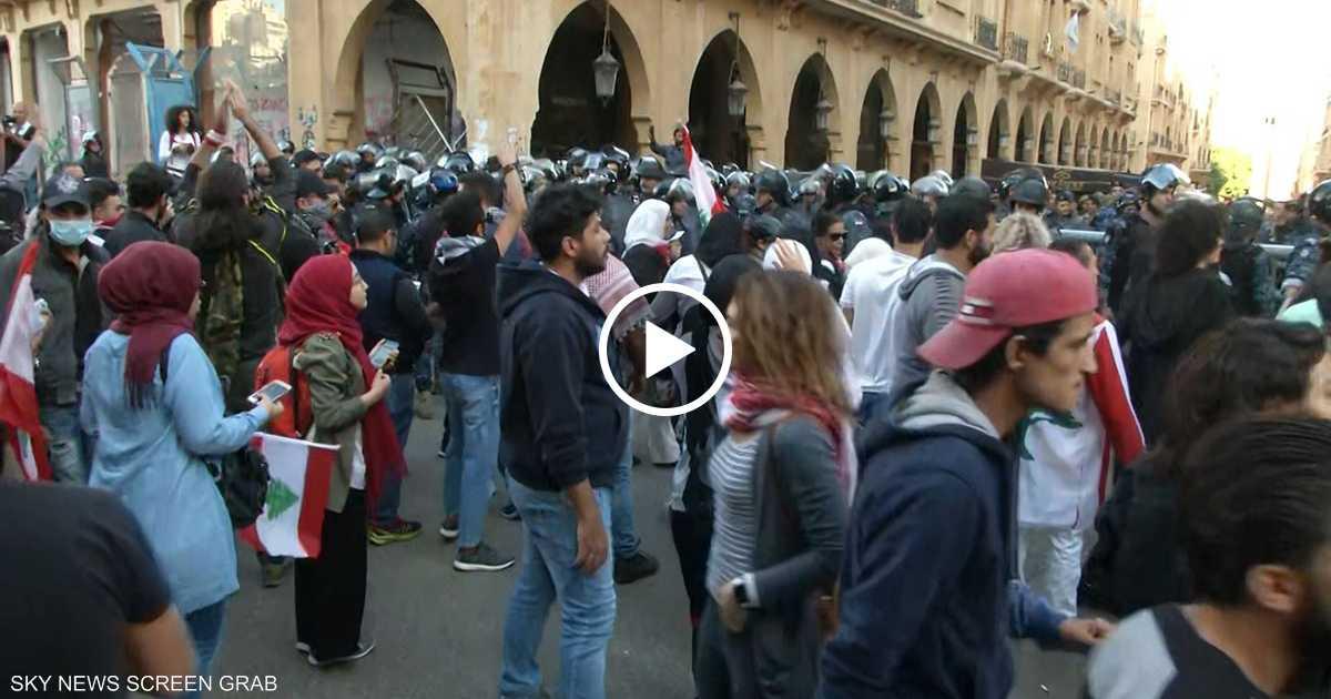 بيروت.. المحتجون يغلقون البرلمان