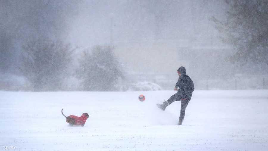 لم تمنع الثلوج محبي كرة القدم من ممارسة هوايتهم المفضلة في شيكاغو.