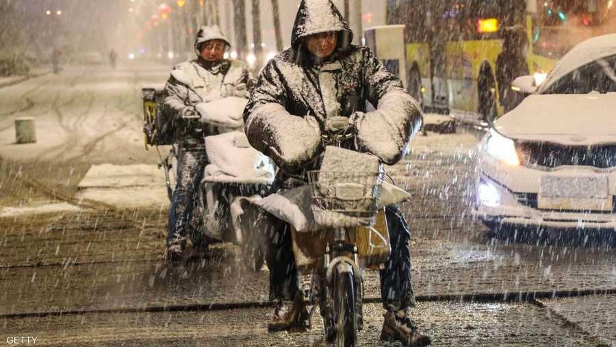 مقاطعات الصين الشمالية لم تسلم من العواصف الثلجية التي أعاقت حركة السير.