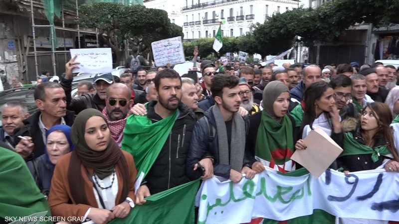 الجزائر.. مسيرات طلابية ترفض الانتخابات الرئاسية