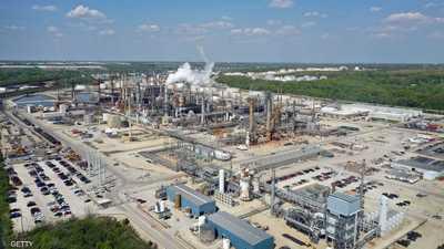 النفط يواصل خسائره بفعل مخاوف من الإمدادات