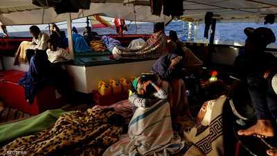 إيطاليا تسمح برسو سفينة تقل مهاجرين