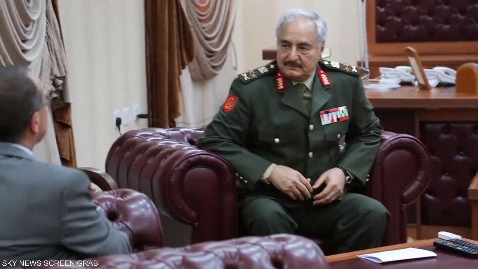 وفد أميركي يلتقي حفتر لبحث الأزمة الليبية