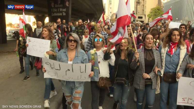 لبنانيات يصرخن ضد الطائفية في مسيرات احتجاجية