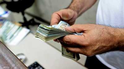 بفعل بيانات ضعيفة واتساع الحرب التجارية..الدولار يسجل تراجعا