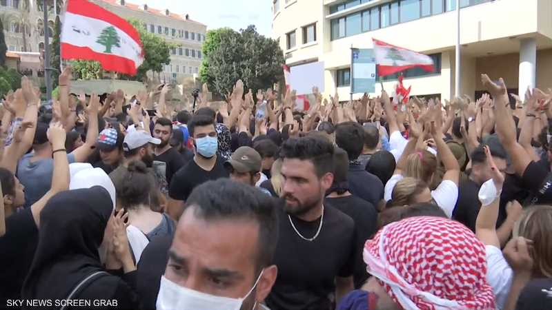 ملاحقة وضغوط أمنية يتعرض لها عشرات الناشطين في لبنان