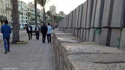 مصر.. الحكومة ترد على صور الكتل الخرسانية بكورنيش الإسكندرية