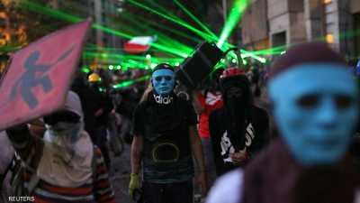 """أعمال عنف """"وعين مغمضة"""" في تشيلي مع استمرار الاحتجاجات"""