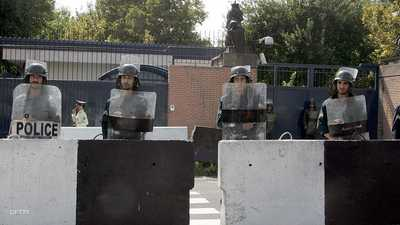 جندي يقتل 3 شرطيين في إيران