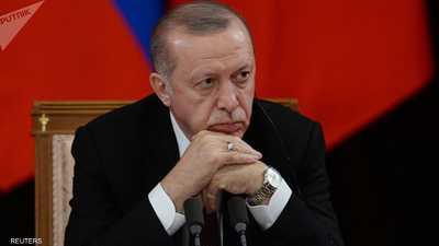 """أردوغان يستغل ورقة الفساد بتصفية حساباته مع """"منشقين"""" عن حزبه"""