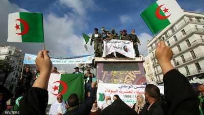 """في سباق الانتخابات.. وعود بـ""""الرفاه والرخاء"""" للشعب الجزائري"""