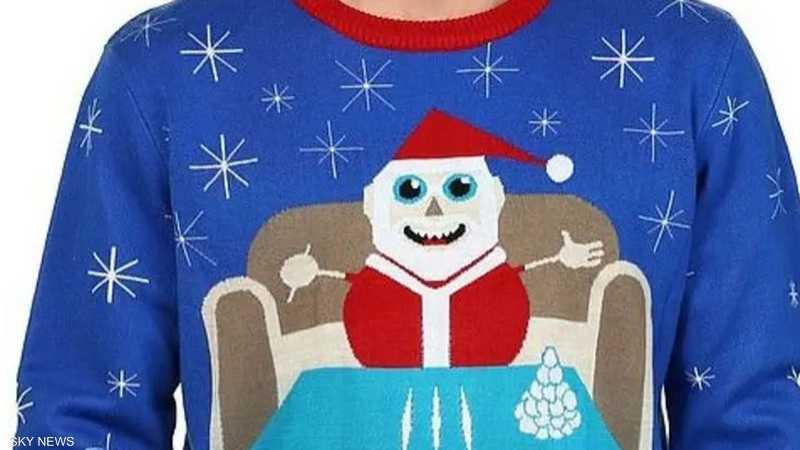 """كنزة """"سانتا والكوكايين"""" تضع وول مارت في موقف محرج"""
